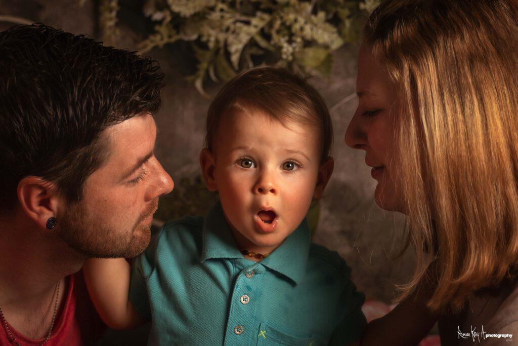 Familienportrait. Louis mit seinen Eltern.